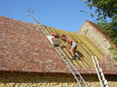 Page monte tuiles et monte materiaux ainsi que les kit de ma ons et de plaqui - Poser des tuiles sur un toit ...